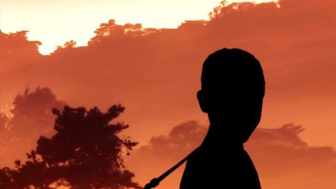 Boganmeldelse Under den mørke himmel Majok Tulba