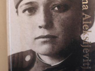 Boganmeldelse af Krigen har ikke er kvindeligt ansigt af Svetlana Aleksijevitj